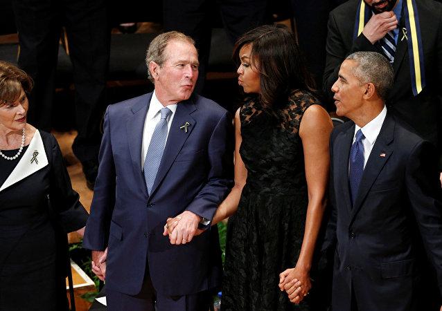 بوش أثناء تأبين ضحايا دالاس