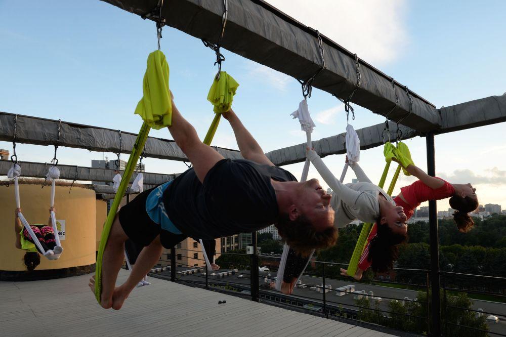 ممارسة التمارين الرياضية على أسطح مباني موسكو