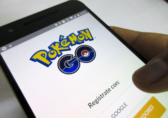 لعبة بوكيمون غو على شاشة الهاتف المحمول
