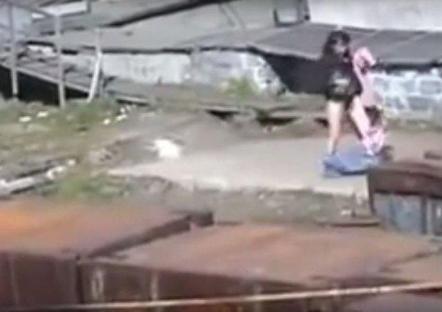 هجوم دب قطبى مفترس على فتاة فى روسيا