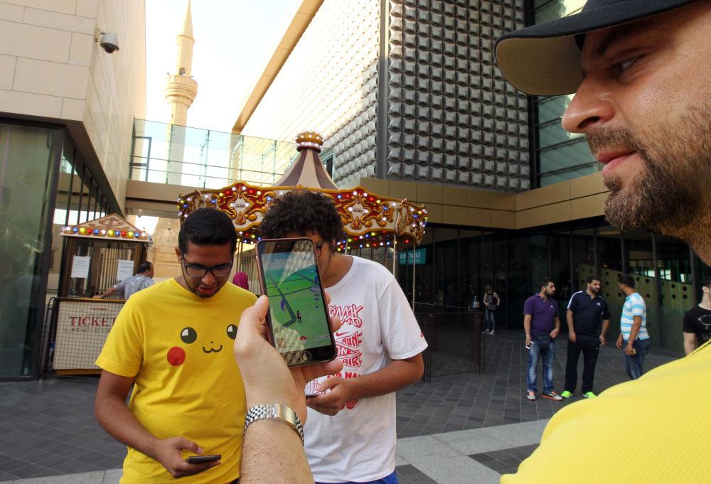 لاعبو لعبة بوكيمون-غو (Pokemon Go) في لبنان، 17يوايو/ تموز 2016.