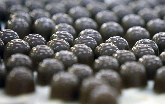 منها الشوكولاتة الداكنة… أطعمة تساعدك على كبح التوتر والقلق