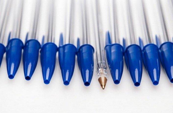 الفتحة في رأس غطاء القلم الجاف