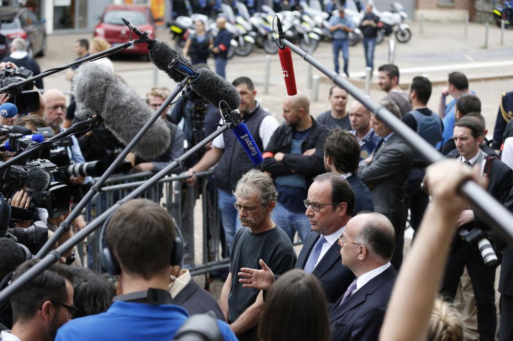 الرئيس الفرنسي فرانسوا أولاند خلال كلمته أمام الصحافيين بعدما قام الإرهابيون بذبح راهب في كنيسة بسانت-إتين-دي-روفري، فرنسا 26 يوليو/ تموز 2016