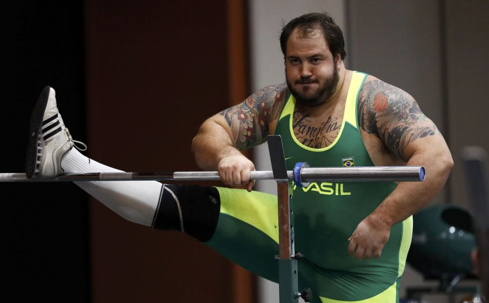 رياضي برازيلي في ألعاب القوى خلال التدريبات في ريو-دي-جانيرو، 27 يوليو/ تموز 2016