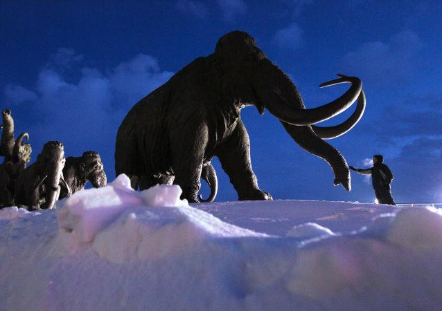 تمثال للماموث في ريف مدينة خانتي مانسيسكي في روسيا