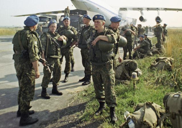 قوات الإنزال الجوي في مهمة سلمية للأمم المتحدة في كوسوفو عام 1999