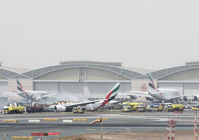 حادث طائرة بمطار دبي