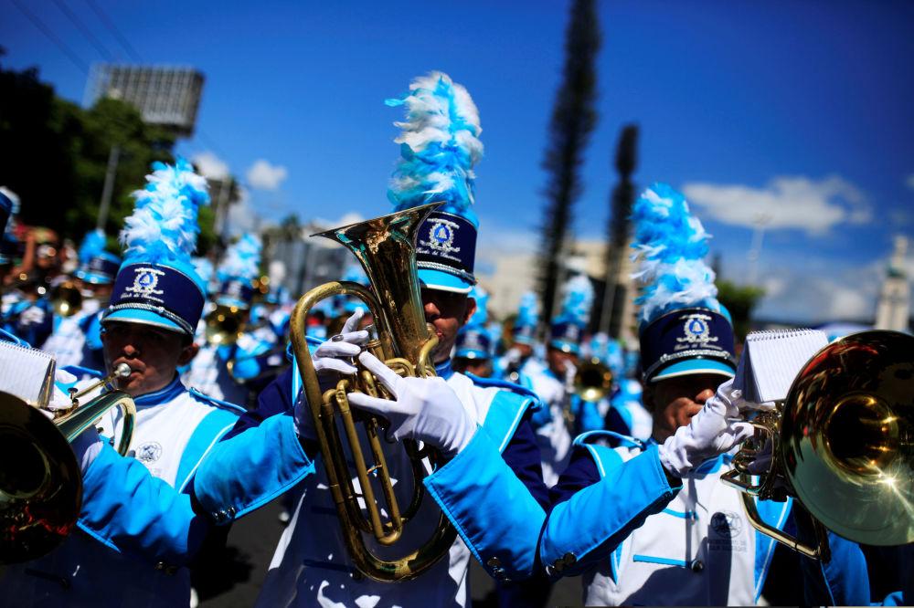 فرقة الأوركسترا الموسيقية خلال افتتاح مهرجان الموسيقى إل-سلفادور-دي-ال-موندو في سان-سلفادور، اسبانيا 1 أغسطس/ آب 2016
