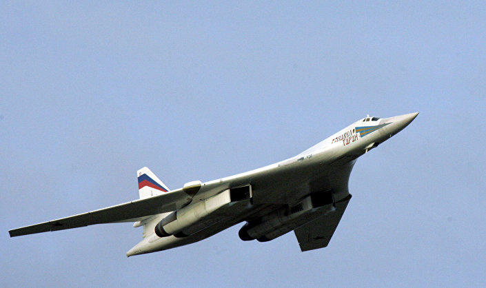القاذفة الاستراتيجية تو - 160 وعلى متنها الرئيس الروسي فلاديمير بوتين