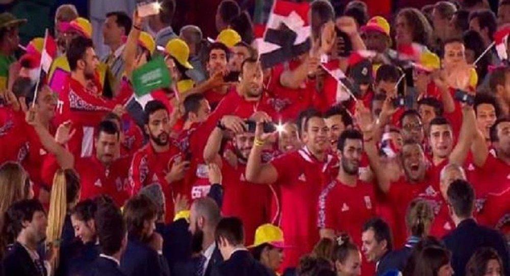 لاعب مصري يرفع علم السعودية في ريو دي جانيرو