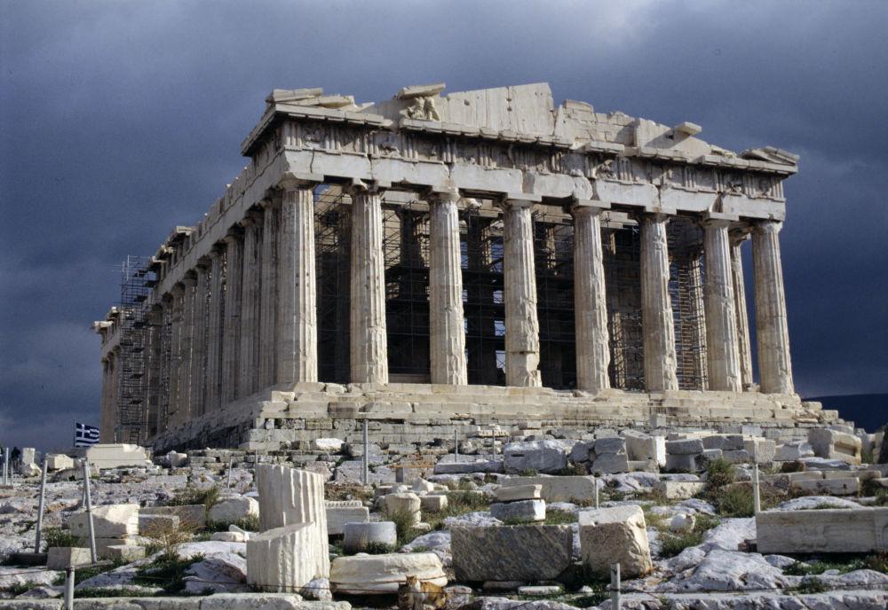 البارثينون معبد إغريقي في مدينة أثينا، بُني على جبل الأكروبولس، ويعتبر من أفضل نماذج العمارة الإغريقية القديمة.