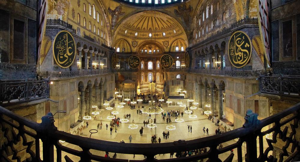 """الممثل الأعلى للخارجية الأوروبية يعلق على تحويل """"آيا صوفيا"""" في إسطنبول إلى مسجد"""