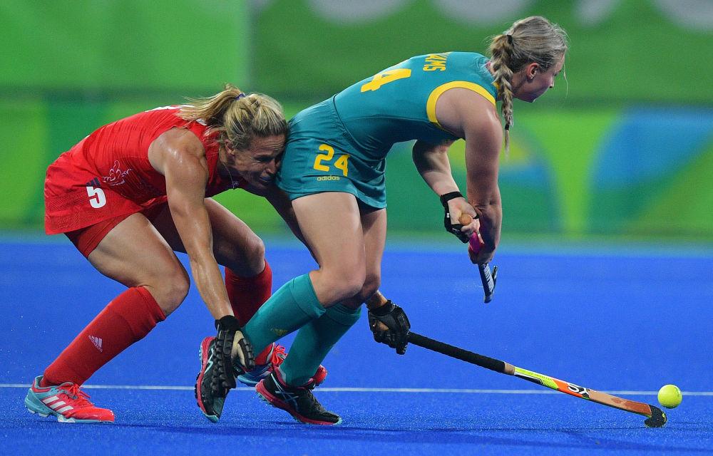 أولمبياد ريو 2016 - الرياضيتان البريطانية والأسترالية خلال مباراة الهوكي، 6 أغسطس/ آب 2016