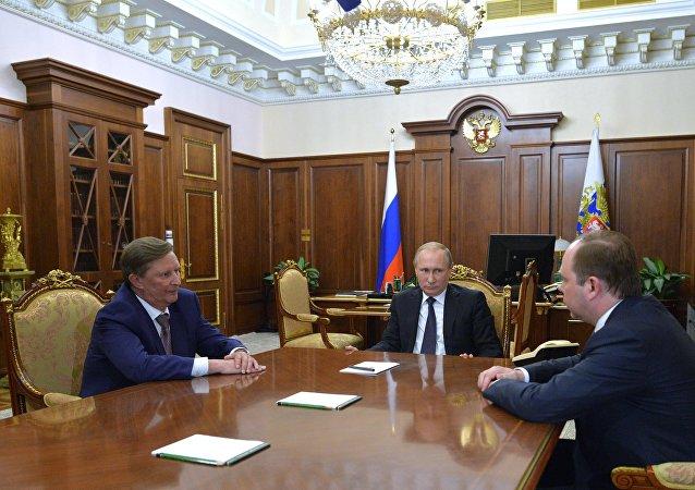 بوتين يجتمع مع رئيسي ديوان الرئاسة الروسية السابق والجديد