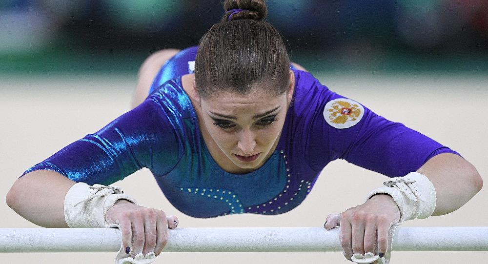 لاعبة الجمباز الروسية عليا موستافينا