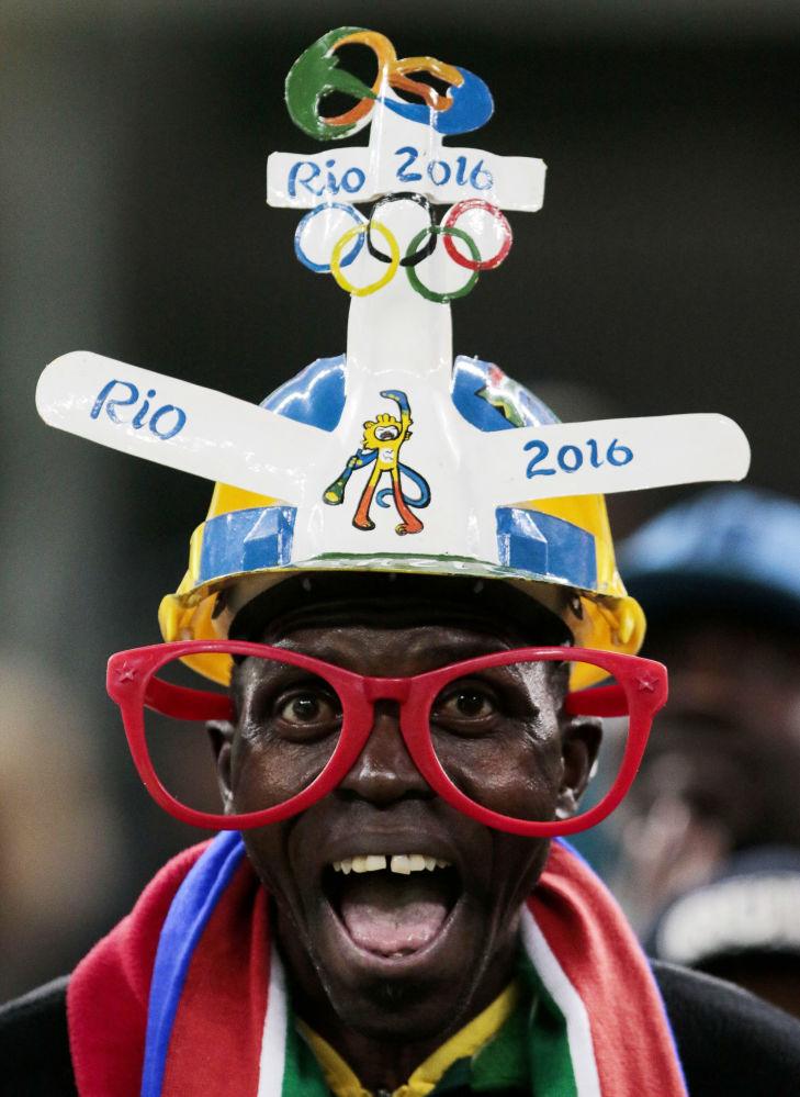 أولمبياد ريو 2016 - مشجع من جمهورية جنوب أفريقيا خلال تشجيعه لفريق كرة القدم للرجال، 10 أغسطس/ آب 2016
