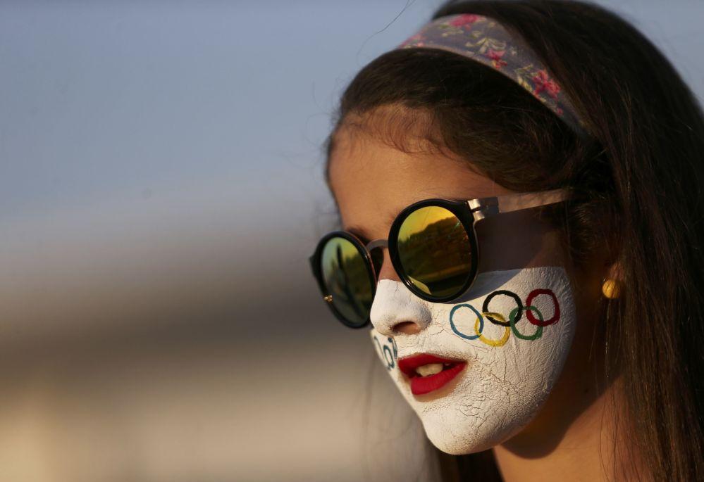 أولمبياد ريو 2016 - مشجعة تنتظر في طابور لشراء التذاكر لأولمبياد بريو دي جانيرو، 6 أغسطس/ آب 2016