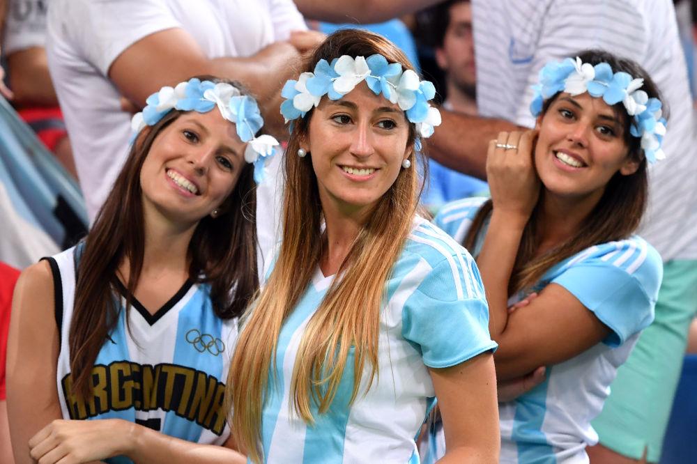 أولمبياد ريو 2016 - مشجعات من الأرجنتين يشجعن فريقهن لكرة السلة للرجال، 9 أغسطس/ آب 2016