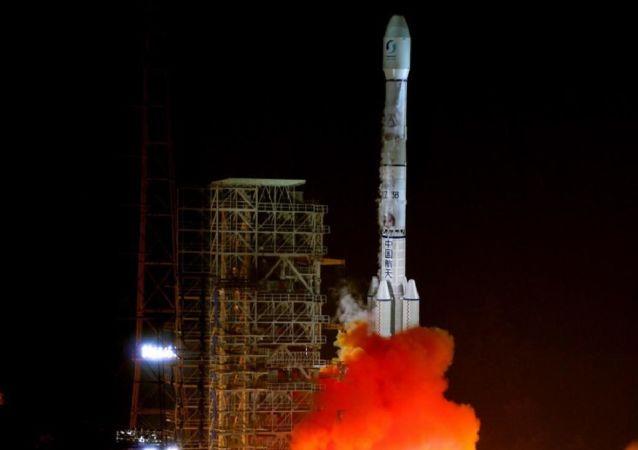 إطلاق صاروخ فضائي صيني