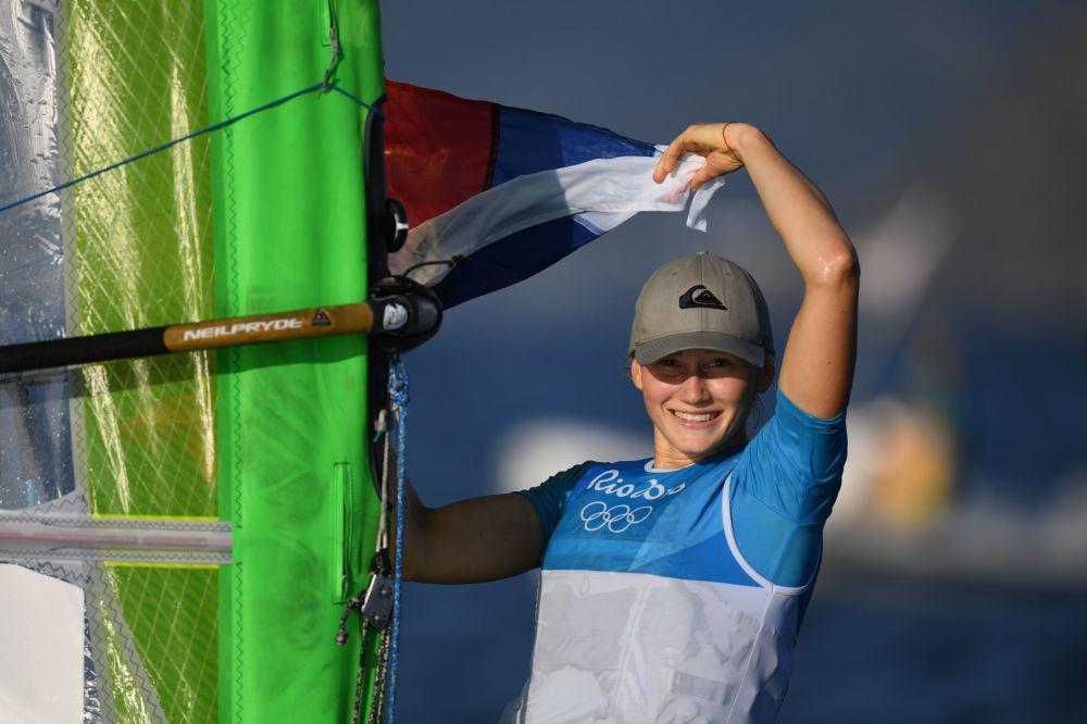 الروسية ستيفانيا يلفوتينا الحاصلة على الميدالية البرونزية في سباق اليخوت في دورة الألعاب الأولمبية الصيفية الحادية والثلاثين في ريو دي جانيرو