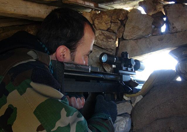 الجيش السوري داخل معمل الإسمنت في حلب