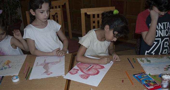 الرسم.. لمعالجة الأطفال السوريين من الواقع المرير