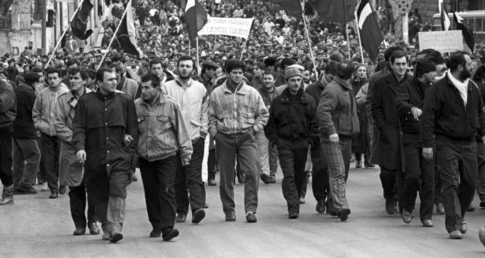 مظاهرة في شوارع العاصمة الجورجية تبليسي لتسريع عمليات إعادة الهيكلة وتمكين جمهوريات الاتحاد، 1990