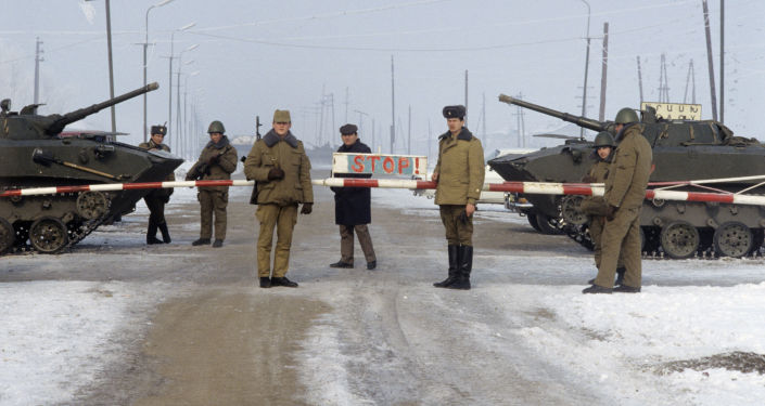 القوات العسكرية السوفيتية على الحدود مع جمهورية نخجوان الذاتية (منطقة تابعة للأذربيجان السوفيتية) عام 1990