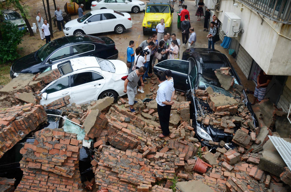 حطام وركام إثر أمطار غزيرة في يولين بإقليم شنشي، الصين 15 أغسطس/ آب 2016