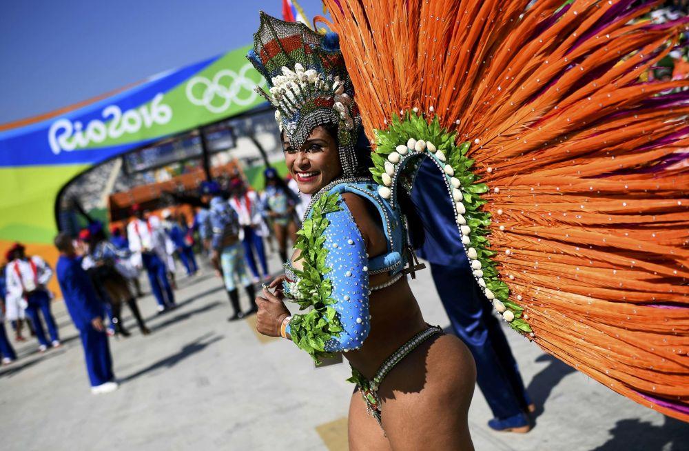 أولمبياد ريو 2016 - راقصة السامبا في البرازيل، 14 أغسطس/ آب 2016