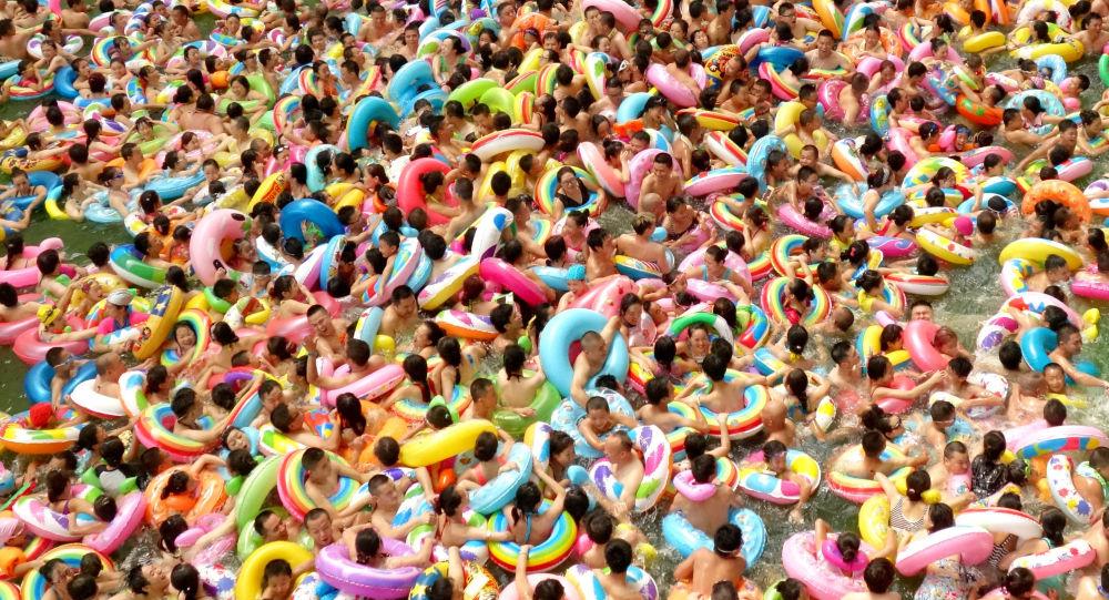 وقت السباحة - بركة للسباحة في الصين، 14 أغسطس/ آب 2016