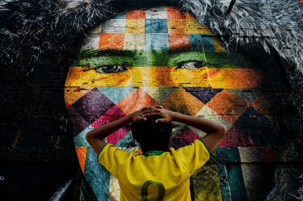 صورة جدارية ضخمة في أحد شوارع مدينة ريو دي جانيرو للفنان إدواردو كوبرا، البرازيل.
