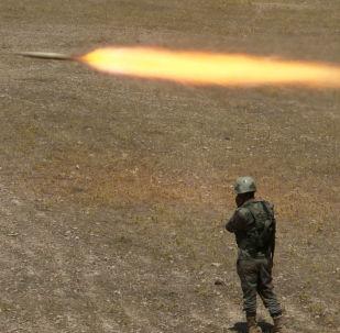 قوات البشمركة الكردية تطلق الصواريخ باتجاه مواقع إرهابيي تنظيم داعش في جنوب شرق الموصل، العراق 14 أغسطس/ آب 2016