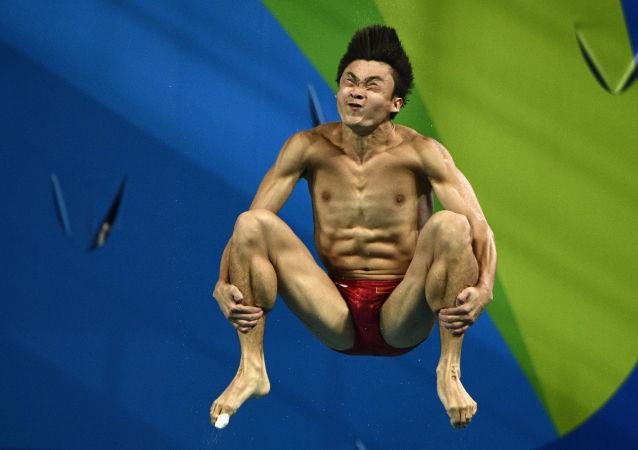 أولمبياد ريو 2016 - الرياضي الصيني أثناء الغطس للرجال من سلم متحرك 3 أمتار، 15 أغسطس/ آب 2016