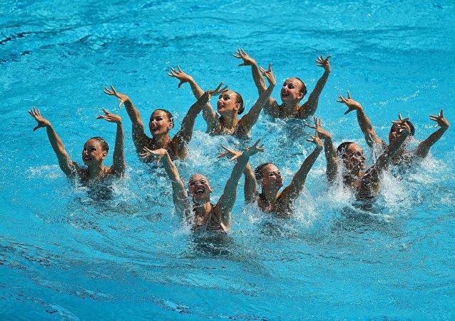 السباحة الإيقاعية - فريق الفتيتات الروسيات ينال ذهبية في أولمبياد ريو 2016
