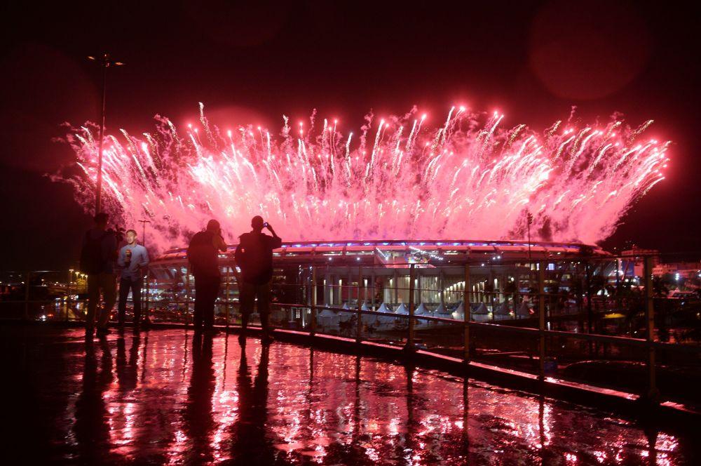 وداعاً ريو 2016 - ألعاب نارية فوق استاد ماراكانا خلال مراسم انتهاء الألعاب الأولمبية الصيفية الـ 31 في ريو دي جانيرو، 21 أغسطس/ آب 2016
