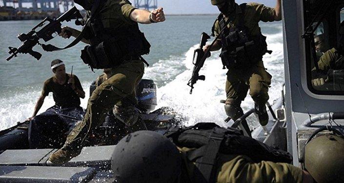 القوات الإسرائيلية تطارد الصيادين الفلسطينيين قبالة شاطئ قطاع غزة