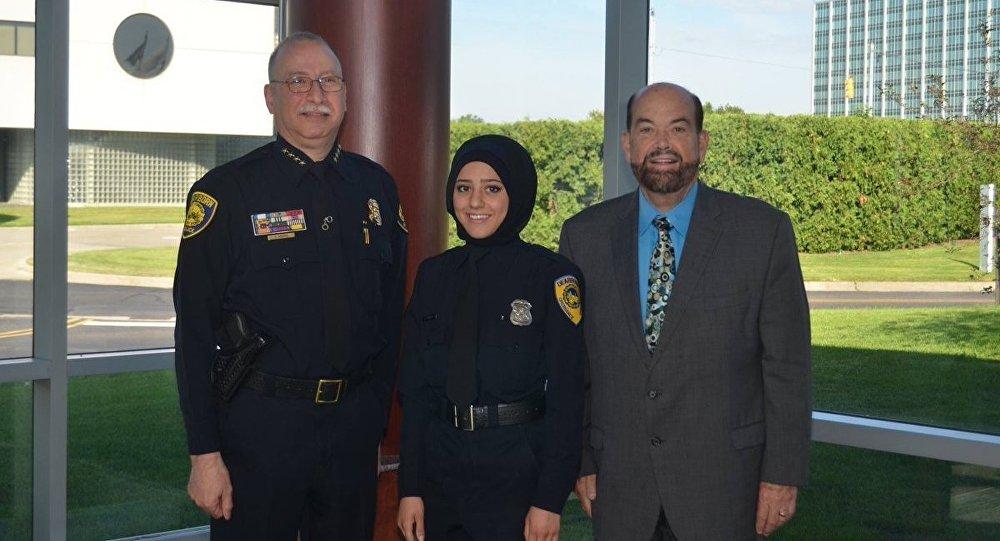 أول شرطية محجبة في الشرطة الأمريكية