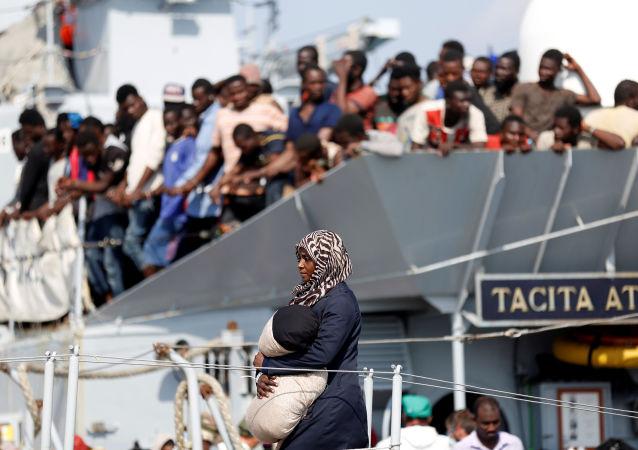 امرأة لاجئة تصل ميبناء صقيلية الإيطالي، 31 أغسطس/ آب 2016