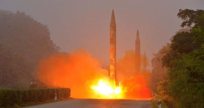 الجيش الكوري الشمالي يطلق صاروخا بالستيا