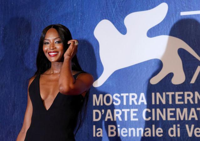 ، 2 سبتمبر/ أيلول 2016 عارضة الأزياء البريطانية ناعومي كامبل تصل مهرجان البندقية السينمائي