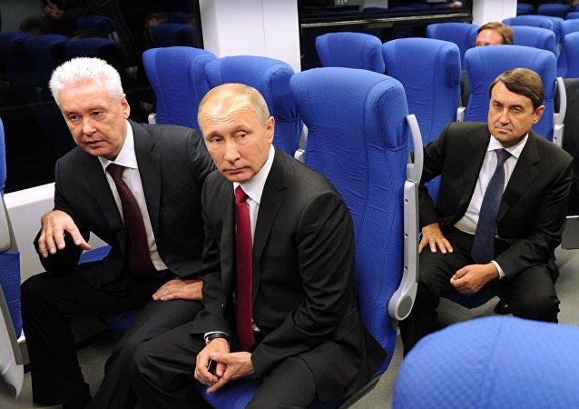 بوتين يحضر افتتاح خط سكة حديد دائري حول موسكو