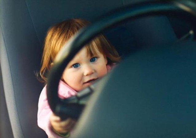 طفل يسرق سيارة والده بحجة زيارة جدته
