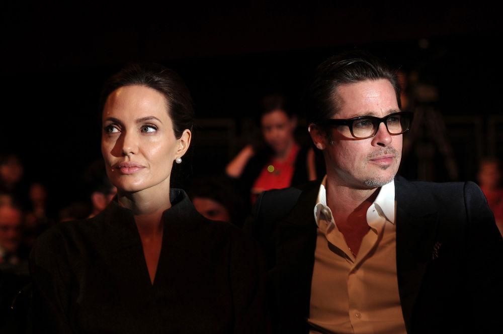 الممثلة الأمريكية أنجلينا جولى مع زوجها براد بيت