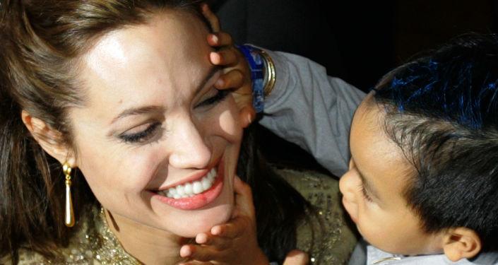أنجلينا جولي مع ابنتها بالتبني فى إيطاليا