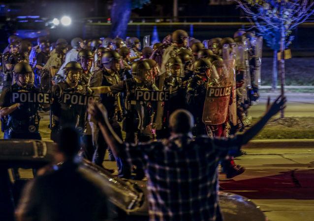 مواجهات يبن الشرطة ومحتجين في الولايات المتحدة