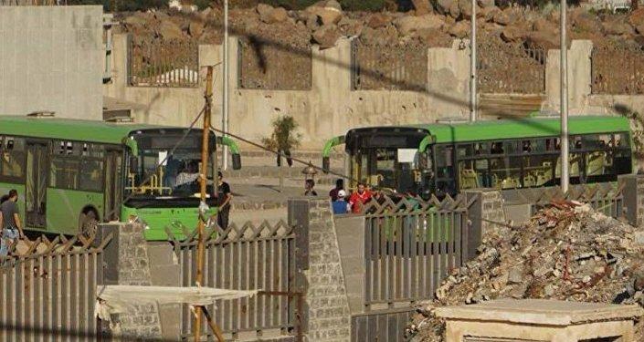 خروج الإرهابيين من حي الوعر