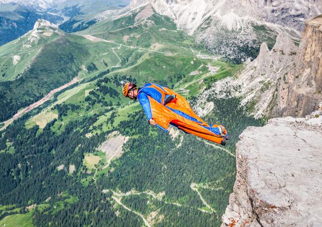 اليوم العالمي للسياحة - القفز من أعلى مرتفعات دولوميتيس في إيطاليا