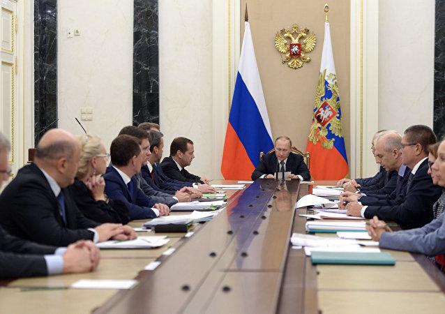 الرئيس بوتين يرأس اجتماعا وزاريا